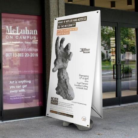 Une grande bannière extérieure simple ou double-face pour marquer l'entrée de votre établissement