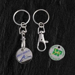 Un porte-clés avec jeton en métal attaché par un mousqueton
